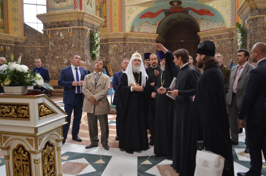 Святейший Патриарх Кирилл осмотрел роспись Кафедрального собора Христа Спасителя
